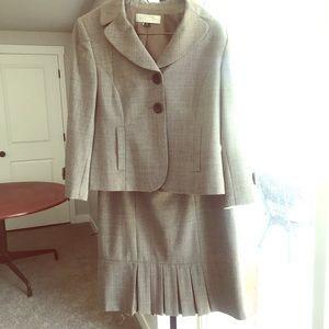 Tahari Blazer & Matching Skirt Suit for Success💚